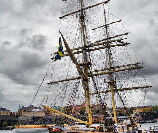 Dlaczego warto inwestować w kursy nawigacji morskiej?